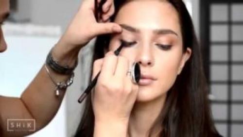 Уроки по макияжу для начинающих. Уроки макияжа для начинающих пошагово
