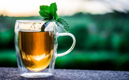 Добавка к чаю трава. Полезные добавки к чаю.