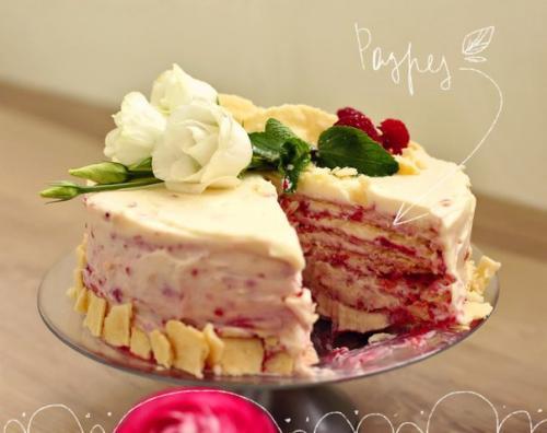 Торт Наполеон с малиной.
