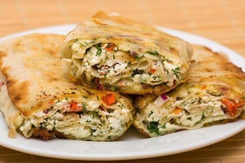 Жареный лаваш с сыром и помидорами - быстрая и отличная закуска