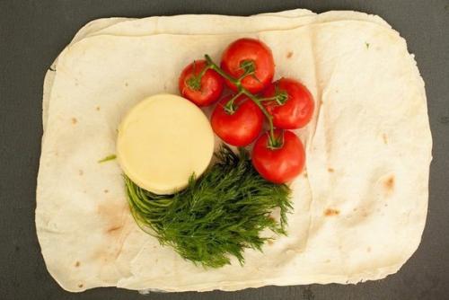 Лаваш на мангале. Лаваш с сыром и помидорами на гриле.