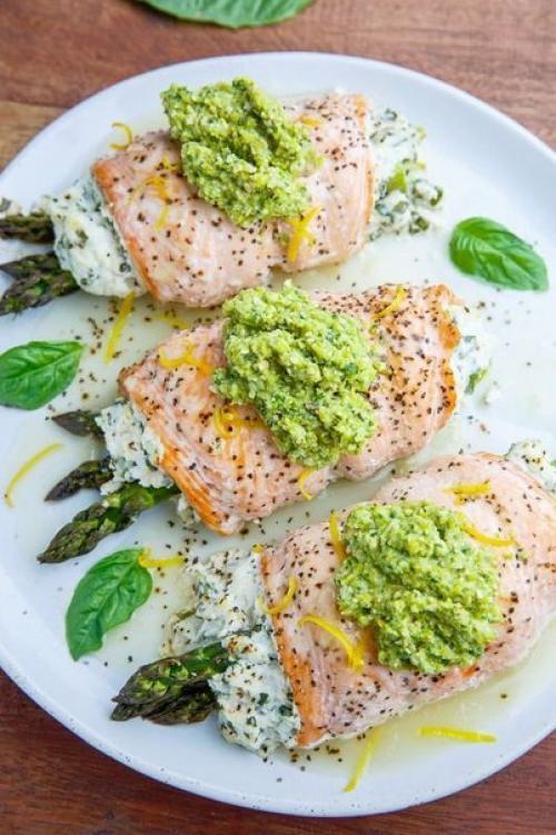 Спешу поделиться с вами рецептами, которые подойдут не только для торжественного вечера, но и вполне можно приготовить для семейного обеда.