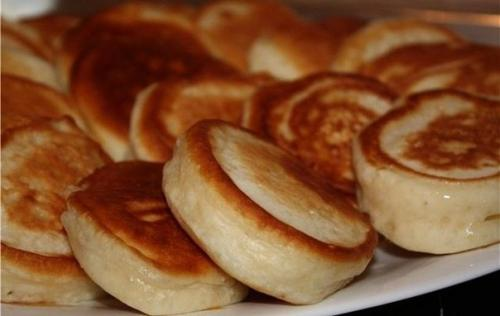 Пышные оладьи на кефире. Пышные оладушки на кипяченом кефире - самые вкусные и пышные.