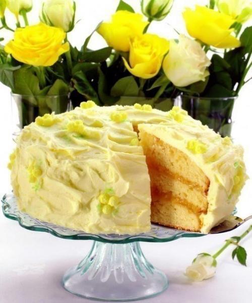 Лимонный торт. Роскошный трехслойный лимонный торт из мягких коржей, прослоенный двумя разными кремами.