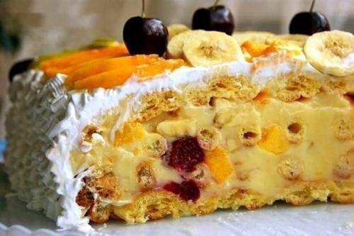 Торт с тонкими коржами и заварным кремом. Торт тропиканка.  Это торт из коржей из заварного теста и перемазанных заварным кремом с фруктами, сверху фрукты залитые желе.