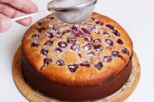 Пирог на кефире рецепт с вишней. Простой пирог с вишней на кефире.