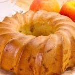 Пожалуй, шарлотка - самая популярная выпечка с яблоками.