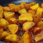 Мы жарим картошку правильно.