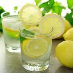 5 причин выпить воду с лимоном натощак утром: