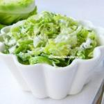Салат из свежей капусты и огурцов с сыром Фета.