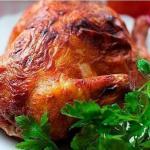 Курица в горчице.  Курица выходит особенно вкусной, ароматной и приобретает хрустящую золотистую корочку, если запекать её с горчицей.