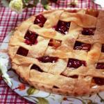 Пирог с персиками и вишнями.