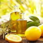 Выдавите 1 лимон, смешайте его с 1 столовой ложкой оливкового масла и вам захочется применять эту смесь всегда!