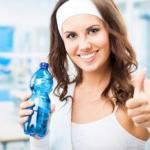 Спортивные ответы: можно ли пить воду на тренировках.