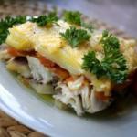 Запеченная рыба с картофелем под сырной корочкой.